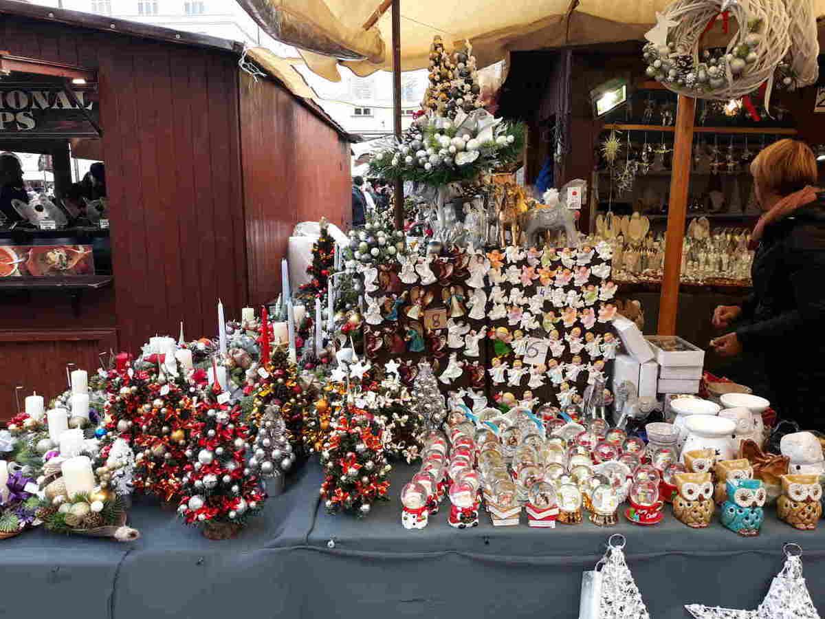 kramy bożonarodzeniowe na jarmarku świątecznym w Krakowie